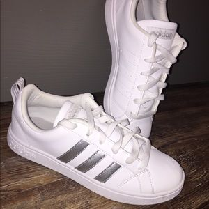 ❗️LIKE NEW❗️Silver Classic Adidas Sz 6